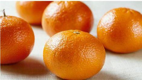 Peel oranges wet nails